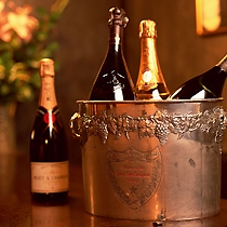 大切な人と記念日にシャンパンで乾杯