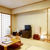 【和室10一例】10畳和室+広縁のゆったりとしたお部屋。畳に足を伸ばしてのんびりお寛ぎいただけます。