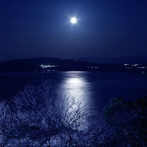 ブルーライトに照らされた瀬戸内海