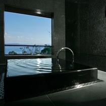 和室バスルームから望む瀬戸内海