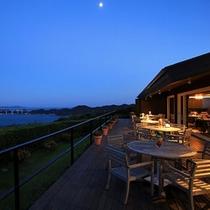 カリフォルニアテーブルからも鳴門海峡・瀬戸内海の絶景もお楽しみいただけます。