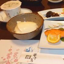 【朝食一例】和定食の朝ご飯。出来たてのお豆腐は起き抜けの胃腸にも優しい一品