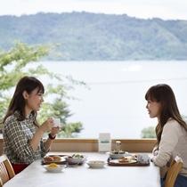 雄大な琵琶湖を眺めながらのんびり朝食♪