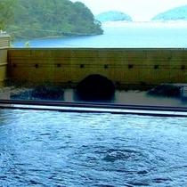 琵琶湖ビューの露天風呂
