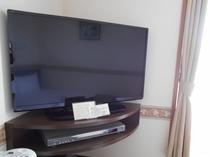 サイズアップしてリニューアル!液晶TVとDVDプレイヤー(デラックスルーム)