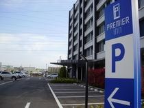 ホテル入口(国道45号線沿い) ホテル前無料駐車場32台 他無料駐車場有