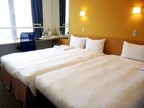 ファミリールーム 3名様利用(ベッドはダブル1台と簡易シングルベッド1台の合計2台)