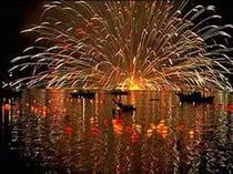 【宮津燈籠流し】8月16日。合せて花火大会もお楽しみ頂けます。
