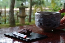 【知恵の餅・抹茶】天橋立 四軒茶屋の一つ「勘七茶屋」の逸品。古来から愛される味をお部屋で