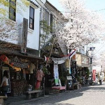 阿蘇神社(裏の通り)/旅館より車で約25分