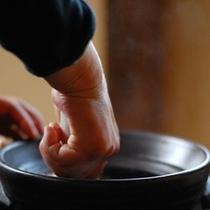【朝食】朝食のご飯はお客様の朝食時間に合わせて土鍋で炊き上げます/例