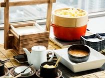 じゃがいも&手作り豆腐。朝食をご利用のお客様はご自由にお召し上がりいただけます。