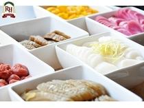 成田山参道にあるおみやげ屋さん直送のおいしいお漬物もそろえています。
