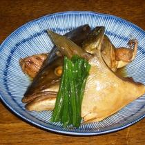 <スタンダードの夕食一例>煮魚