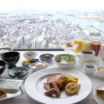 51階「エアシップ」 ご朝食はお好きなだけバイキング形式で♪