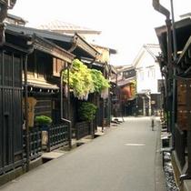 古い町並みまでは徒歩5分。主要観光地までのアクセスは良好です。