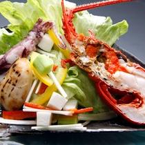 夕食一例(海鮮サラダ)