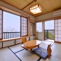 *和室(一例)/和を基調とした広々とした一室。御岳山の空気に包まれた寛ぎの空間です。