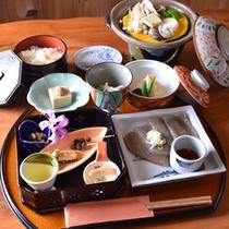 *夕食(一例)/地元食材を使った女将手作りのお料理はすべておススメ!
