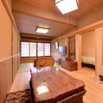 *特別室(一例)/木のぬくもりあふれる心安らぐお部屋。広々とした贅沢な空間でお寛ぎいただけます。
