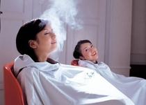 専用の椅子に座り、椅子の下から出るハーブの蒸気で身体を温めます。