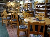 広々した店内で、陶芸・七宝焼・絵付けの体験して頂けます。喫茶としてもご利用下さい。