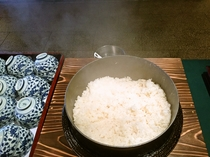 【朝食】釜で炊き上げた美味しい白米