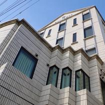 <外観>岸和田駅より徒歩3分★初めてのお客様も迷わずチェックイン♪