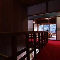 築80年の日本旅館。純和風の落ち着きの中で、ゆっくりとおくつろぎ下さい。
