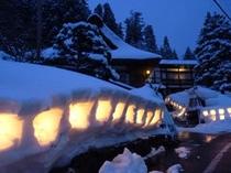 四季ページ(冬2)…西屋前雪洞