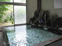東京家の湯処は、うすめず、沸かさず、循環させずの天然温泉100%掛け流し。泉温は低めなので長湯に