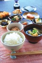 【朝食】やっぱり朝はご飯と味噌汁ですね!手づくりで愛情たっぷりです。