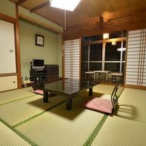 *【和室8畳一例】お部屋の窓からは五重塔がご覧いただけます。