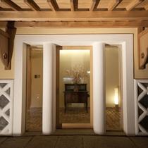*【HOTELこころ.くら外観】明治時代の土蔵を改装した2階建メゾネットです