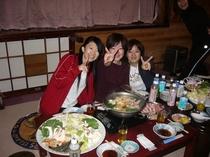 ログ別荘の冬期の夕食は寄せ鍋料理です。