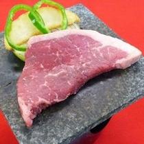 牛ステーキ陶板焼き