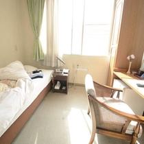 *洋室シングル/快適にお過ごし頂ける空間となっております。