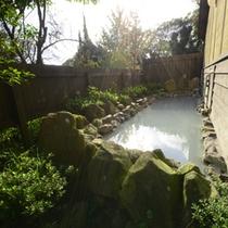 *露天風呂/緑いっぱいで極上の癒し空間。