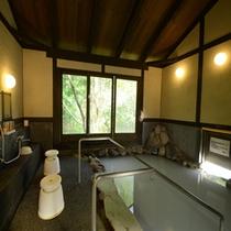 *内湯/露天風呂のすぐ傍にございます。