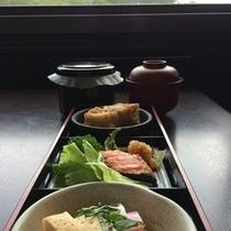 ご朝食2  ※お食事内容は季節・仕入状況に準じ変更となる場合がございます。