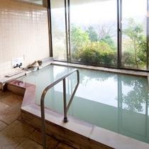 併設姉妹館【翠林荘】には、24時間ご利用頂ける大浴場が男女1箇所ずつ、設営されております。