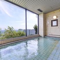 *大浴場/静かに波打つ紺碧の三河湾を一望。温かい湯船に浸かりながら至福のひと時をお過ごし下さい。