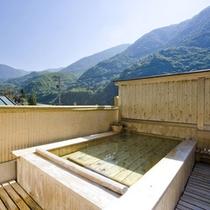 無料の貸切展望露天(寝湯)で、晴れた日は満点の星空を見上げて