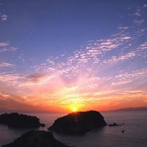 【景色】夕陽100選に選ばれた海に沈む美しい夕陽