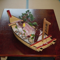 【夕食一例】新鮮な海の幸の舟盛り