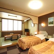 和洋室~ツインベッド+6畳