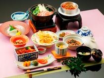◆季節の和食膳~お造り、天ぷら、豚肉の白湯鍋などお楽しみください。季節により内容は異なります。