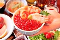 いくらや甘海老、サーモン、とびっこが盛り放題の海鮮丼。とってもお得な朝食バイキングです。。