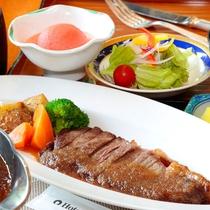 【夕食一例】夕食は1階のレストランでお召し上がりいただけます。18:00~20:00