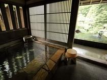 客室内湯と露天風呂一例